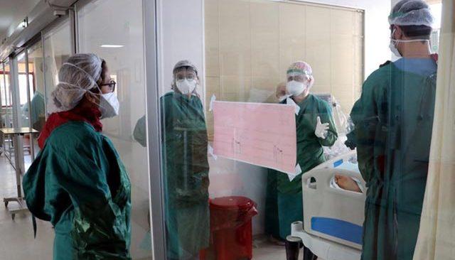 Türkiye'de koronavirüs vaka sayısı 30 bine yaklaştı! Uzmanlar artışı 3 nedenle açıkladı