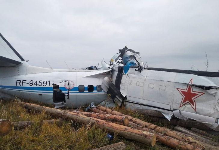 Son Dakika: Tataristan'da paraşütçüleri taşıyan uçak düştü! Ölü ve yaralılar var