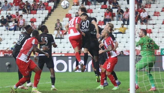 Akdeniz derbisinin galibi Adana Demirspor oldu! Antalyaspor, sahasında mağlup oldu