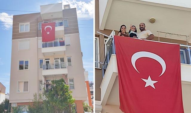Türk Bayrağı'nı çöpte buldu! Götürüp evinin balkonuna astı