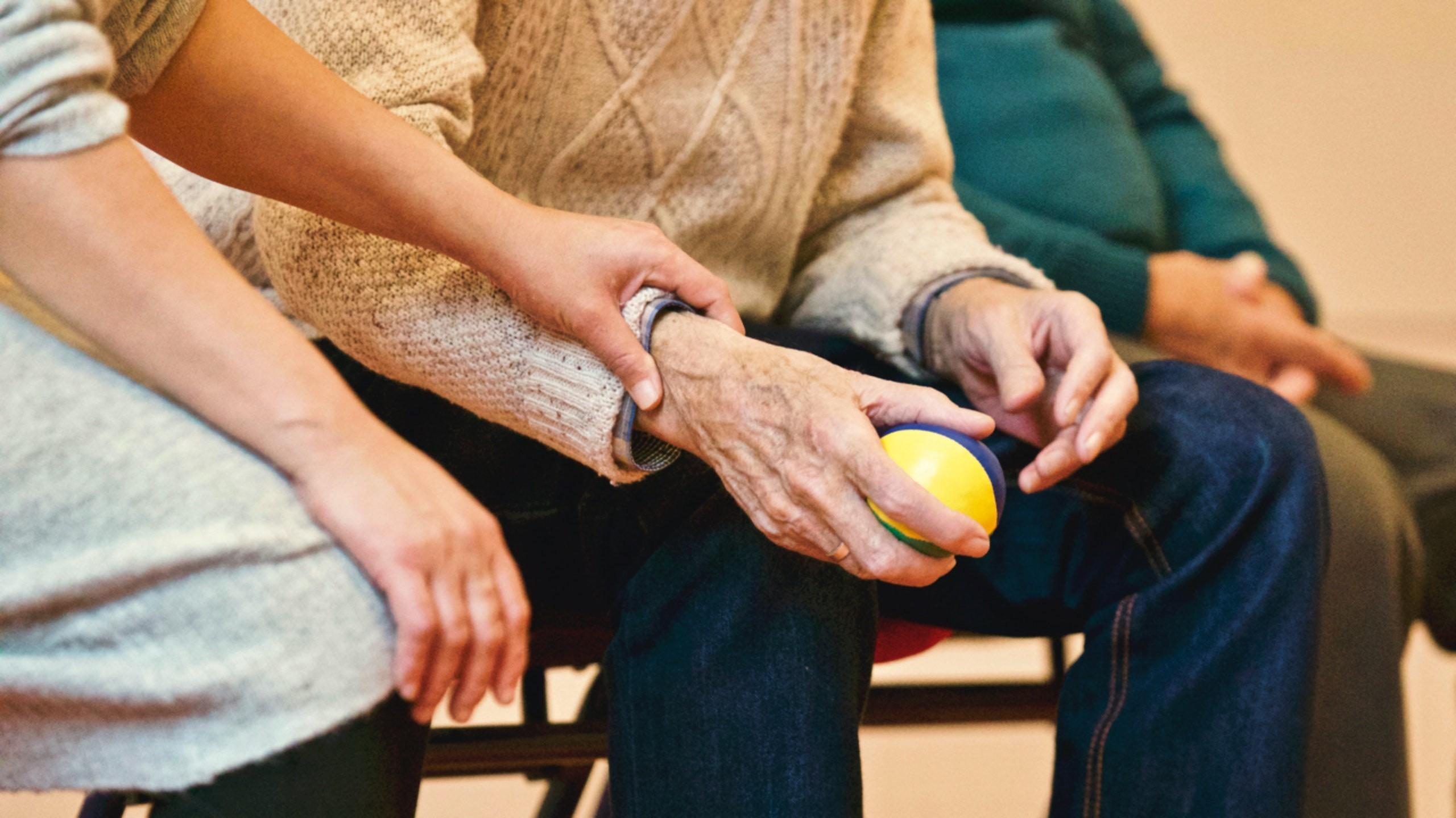 """""""Covid-19 yalnızlığı Alzheimer riskini artırıyor"""""""