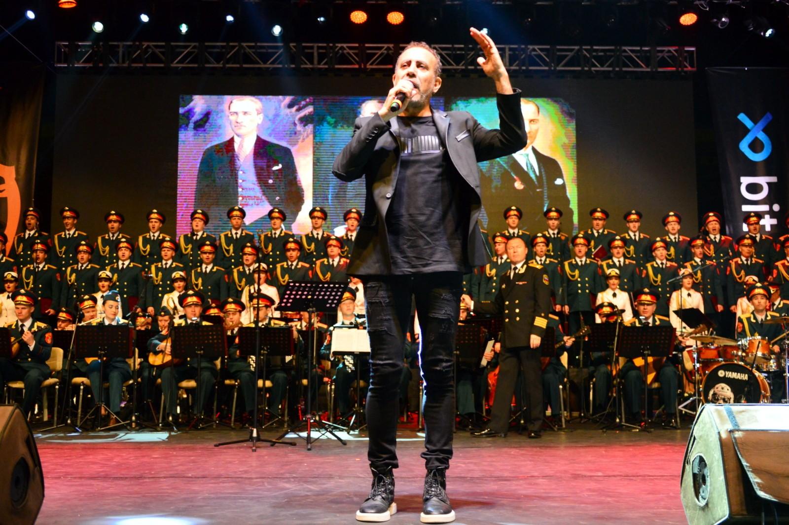 Yangınzedelere destek için Haluk Levent ve Rus Kızılordu Korosundan konser