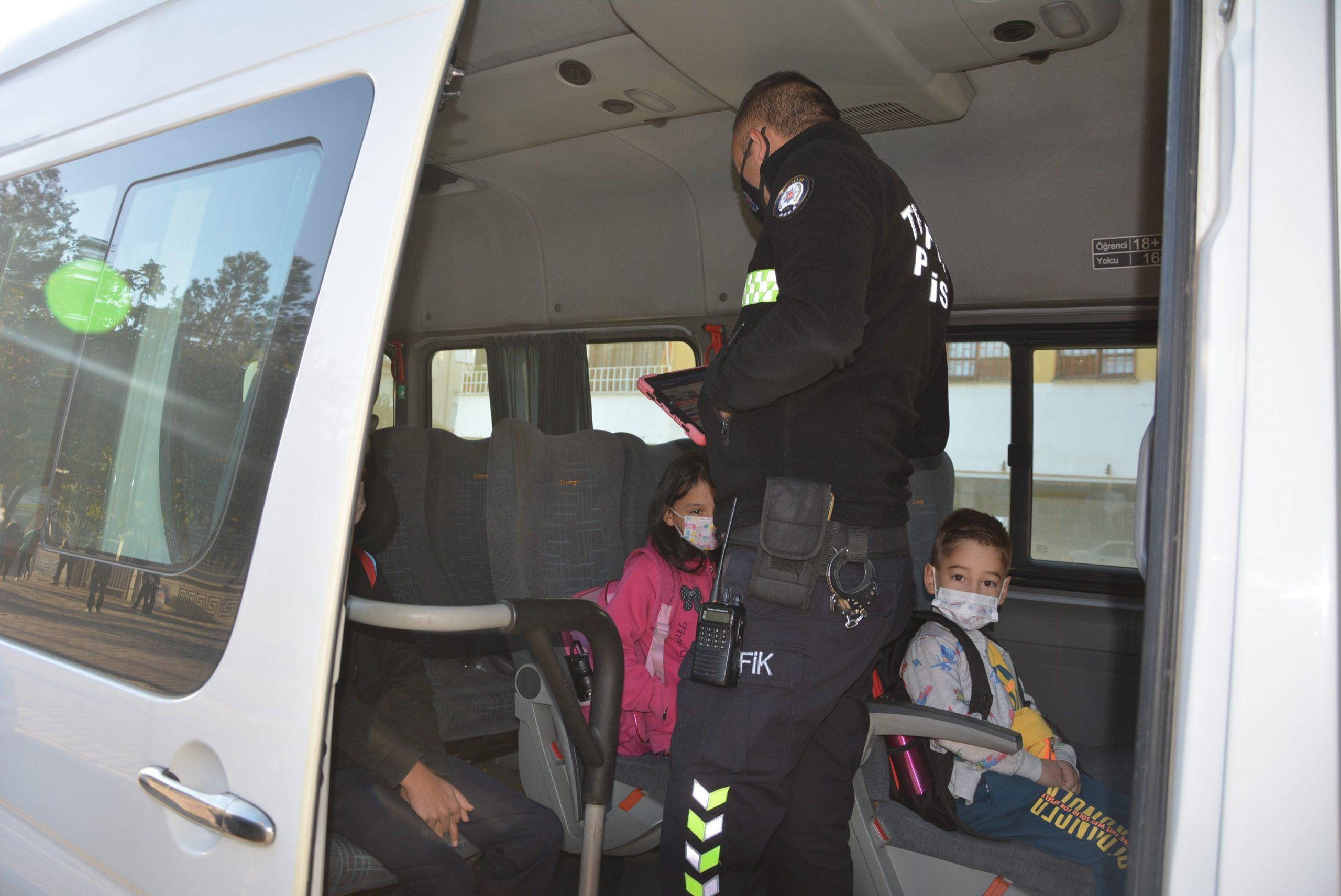 Antalya'da servis araçlarına şafak denetimi