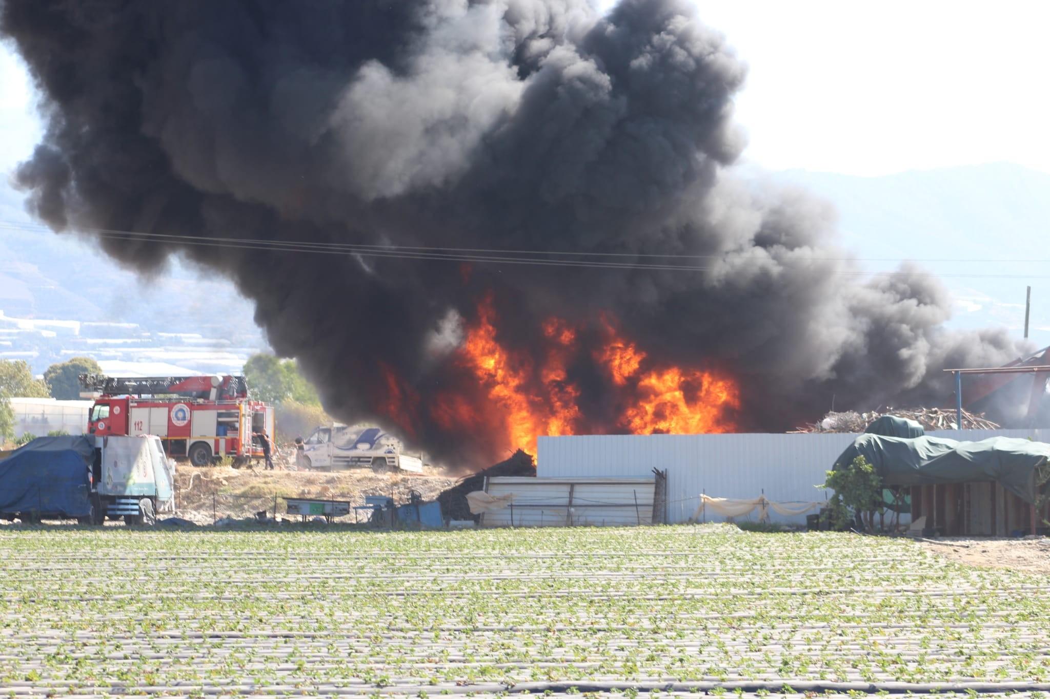 Geri dönüşüm tesisinde çıkan yangın korkuttu