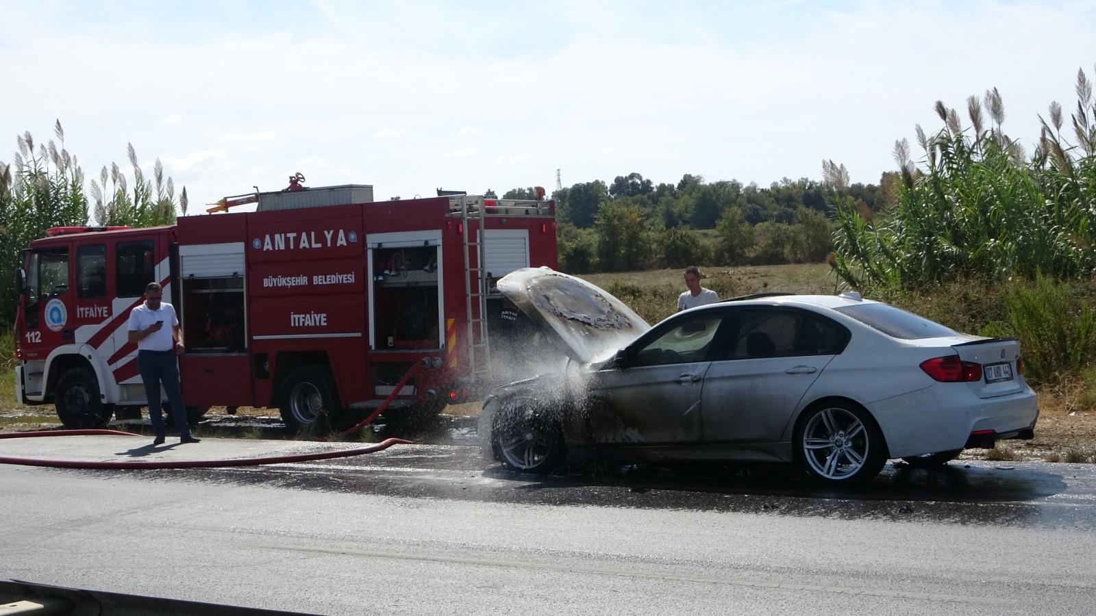 Hareket halindeki lüks otomobil cayır cayır yandı!