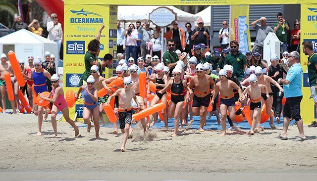 Dünya'nın en büyük açık su yüzme yarışları serisi Oceanman başlıyor