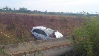 Otomobili tarlaya uçtu! Sürücü kayıplara karıştı