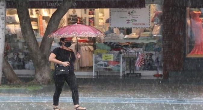 Meteoroloji'den Antalya'nın batısı için sağanak yağış uyarısı