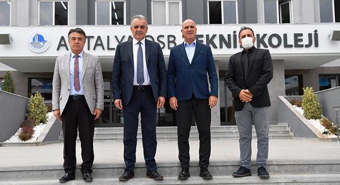 Başkan Semih Esen'den Antalya OSB Teknik Koleji'ne tam not