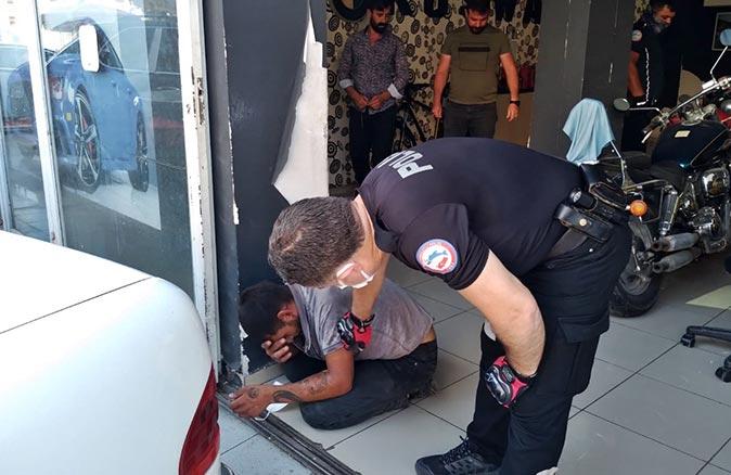 Antalya'da bisikleti çalacağı sırada yakalandı! Gözyaşlarına boğuldu