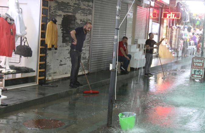 Meteoroloji'den Antalya'daki 9 ilçeye sağanak yağmur uyarısı