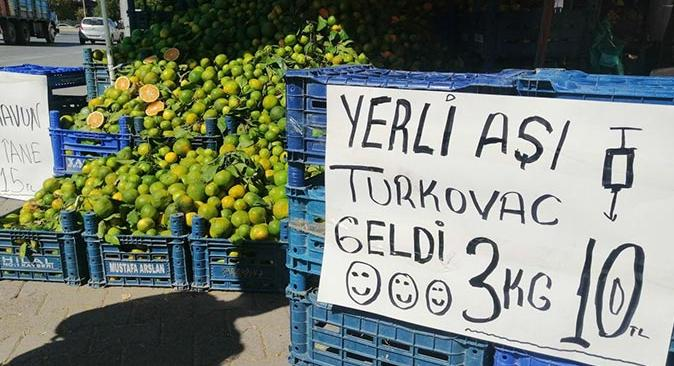 Kayseri'de manavdan dikkat çeken mandalina reklamı