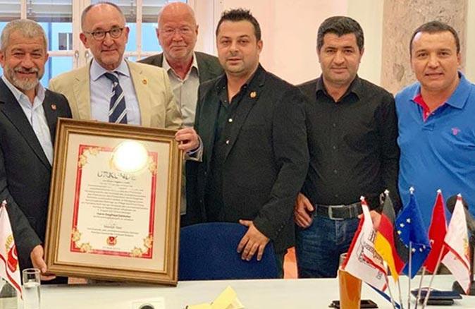 Presseclub Nürnberg Başkanı Siegfried Zelnhefer'den Mevlüt Yeni'ye teşekkür mektubu
