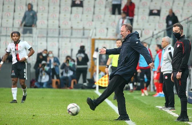 Beşiktaş'ta Sergen Yalçın kırmızı kart gördü