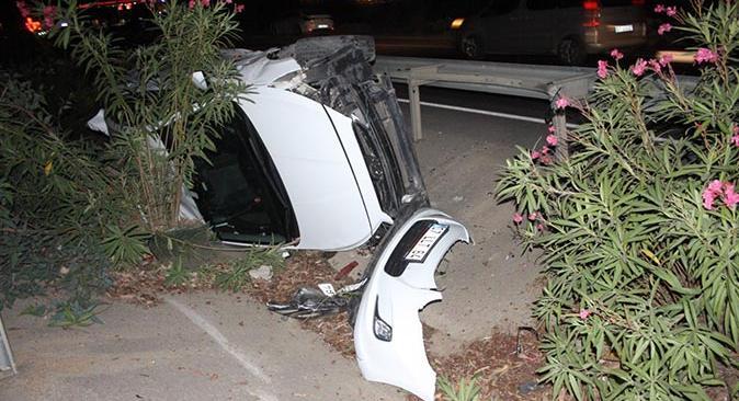 Antalya'da otomobil takla attı