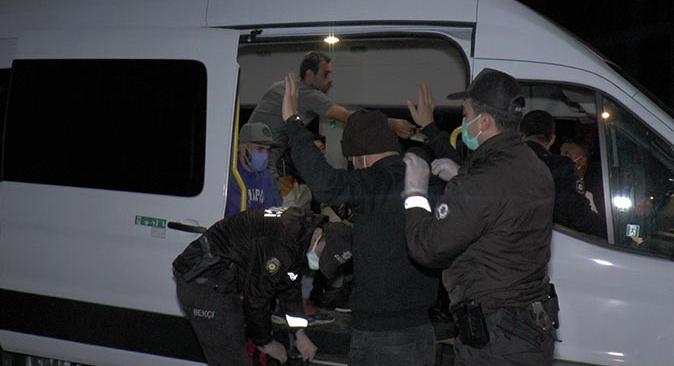 İstanbul'da 49 adrese operasyon! Yabancı uyruklu kâğıt toplayıcıları sınır dışı edilecekler
