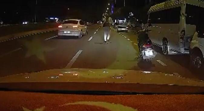Antalya'da para kapma yarışı! Yayalar ve sürücüler birbiriyle yarıştı