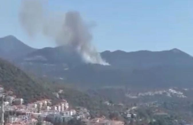 Kaş'ta orman yangını! 10 dönümlük makilik alan zarar gördü