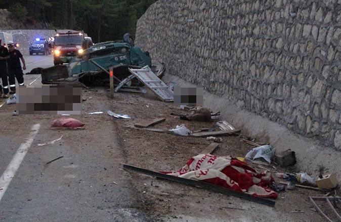 Antalya'daki kazada baba ve oğlu hayatını kaybetti