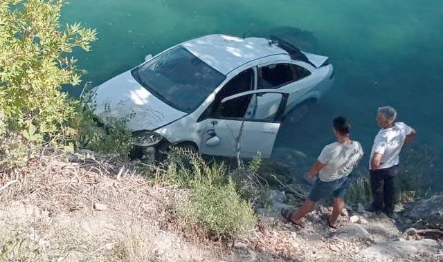 Antalya'da otomobil ırmağa uçtu! İki kişi ölümden döndü...