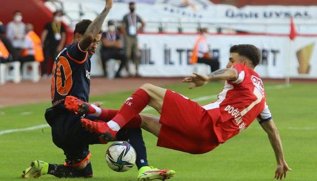 Başakşehir, Antalyaspor'dan 3 puanı kopardı