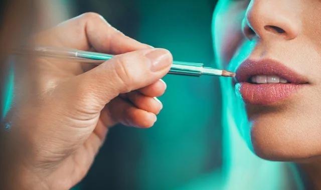 Uzmanından kalıcı dudak renklendirme önerisi