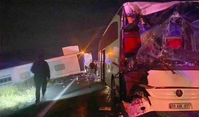 Öğrencileri taşıyan iki otobüs kaza yaptı! Biri şarampole yuvarlandı...
