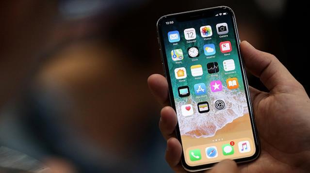 Tüm dünyadaki iPhone kullanıcılarına acil çağrı: Kredi kartınızı telefondan kaldırın